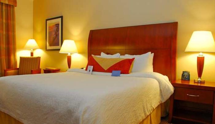 Hilton Garden Inn Melville Guest Room