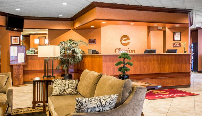 Clarion Inn and Suites Fairgrounds Lobby
