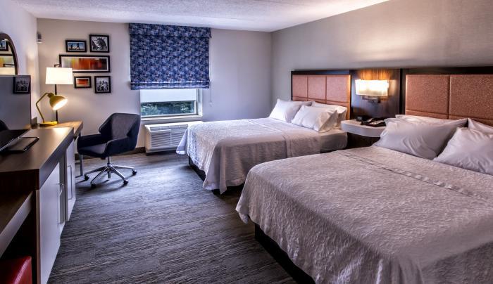 Hampton Queen Room Angle 2