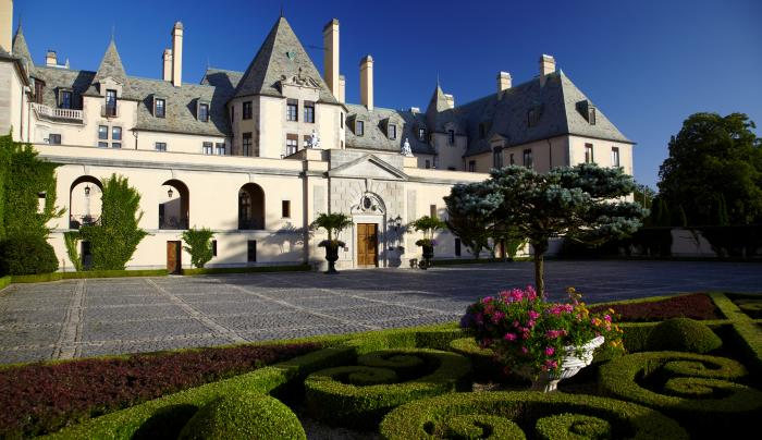 OHEKA CASTLE - Courtyard View
