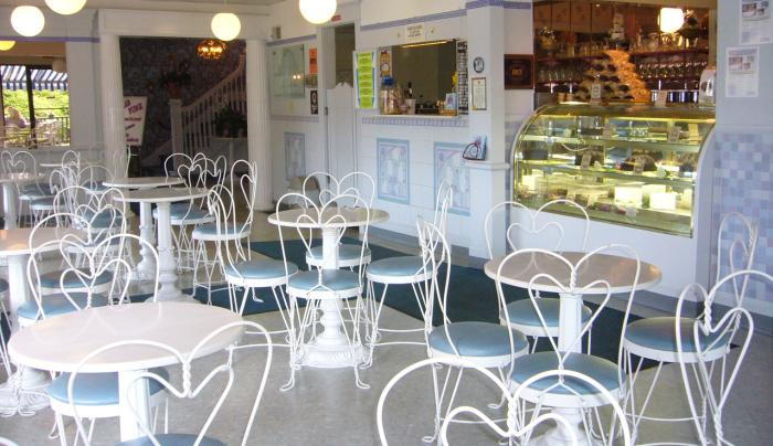 Ice Cream Parlour & Dessert Cafe