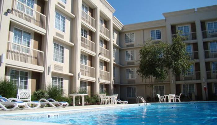Holiday Inn Express - pool