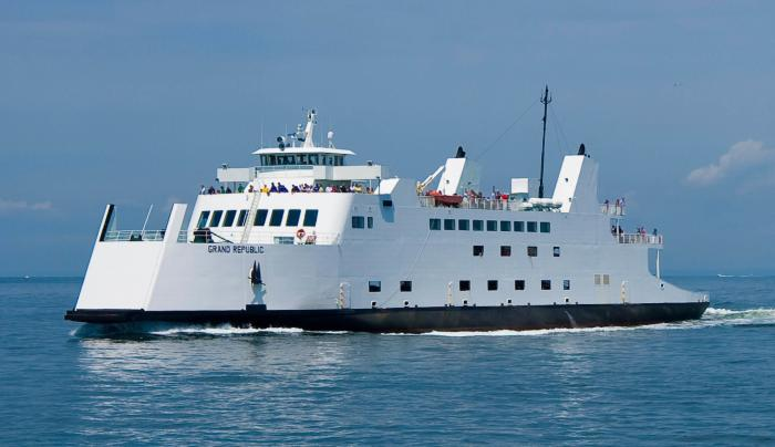 Minutes from Port Jefferson Ferry - FREE shuttle!