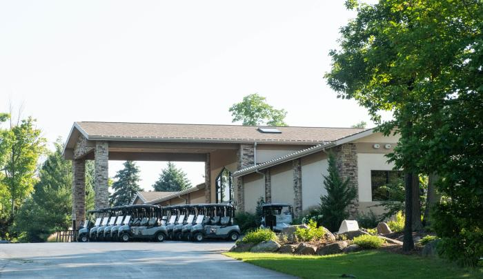 Exterior of Ravenwood Golf Course in Victor