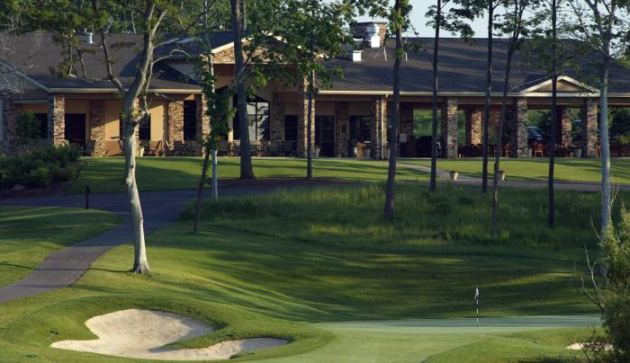 Ravenwood-Victor-golf-course-green-clubhouse