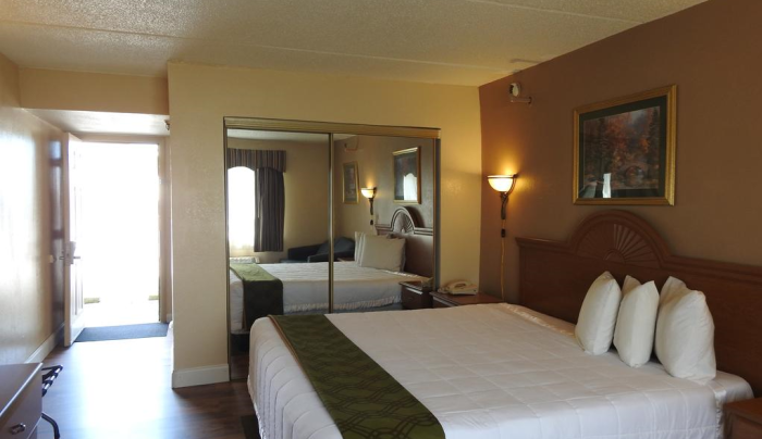 Relax Inn Rome NY guest room