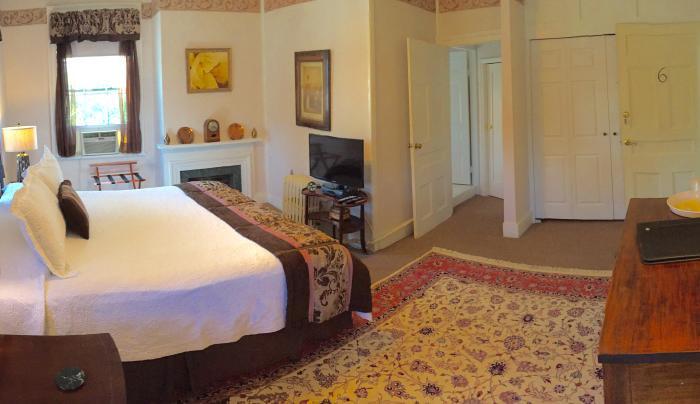 Room 6 Rogues Harbor Inn