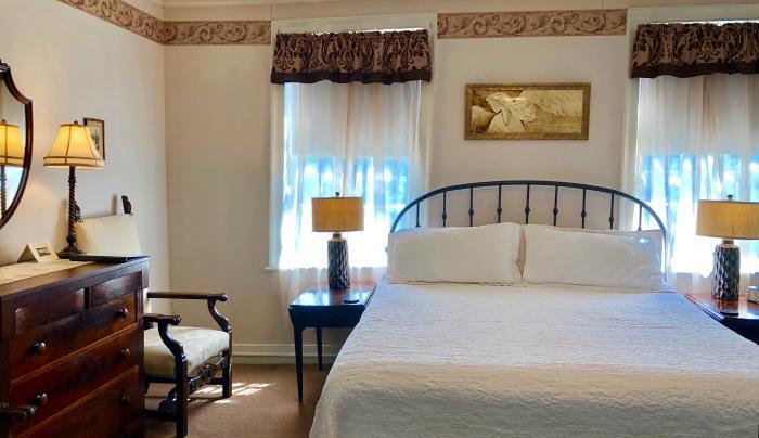 Rogues Harbor Inn guest room
