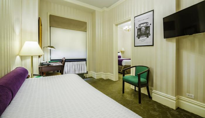 Jr. Suite, one queen bed + day bed