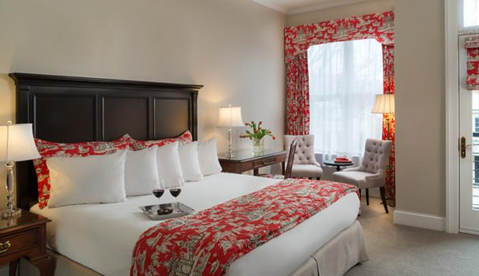 Saratoga Arms red and white guest room