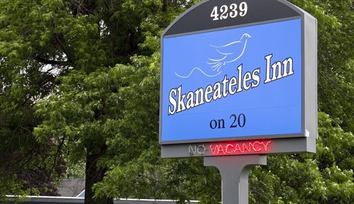 Skaneateles Inn on 20 Sign