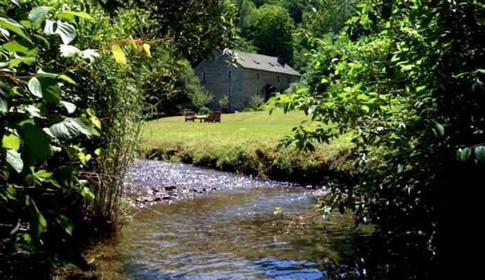 Inn at Shaker Mill - Traktor pic + stream