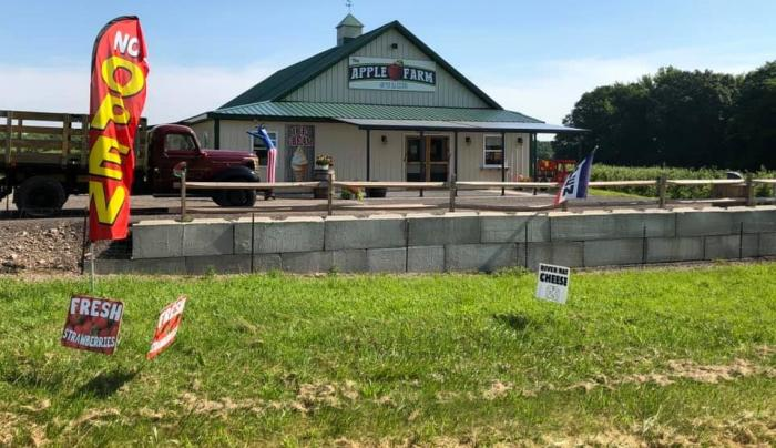 The Apple Farm Stand at Stone Goose Farms