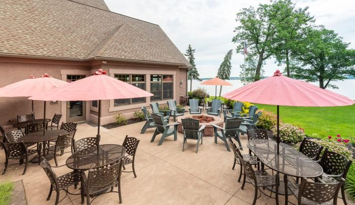 Outdoor seating at Stonecutter's Tavern