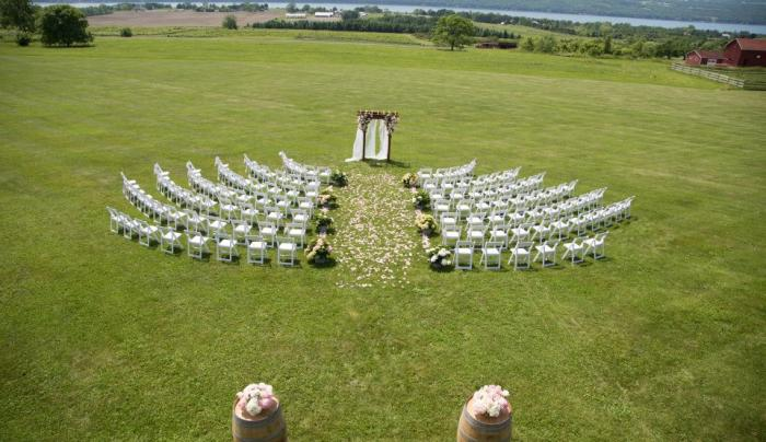 Sprawling lawn perfect for weddings