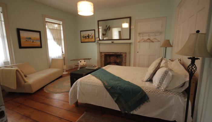 26 Warren St B&B bedroom