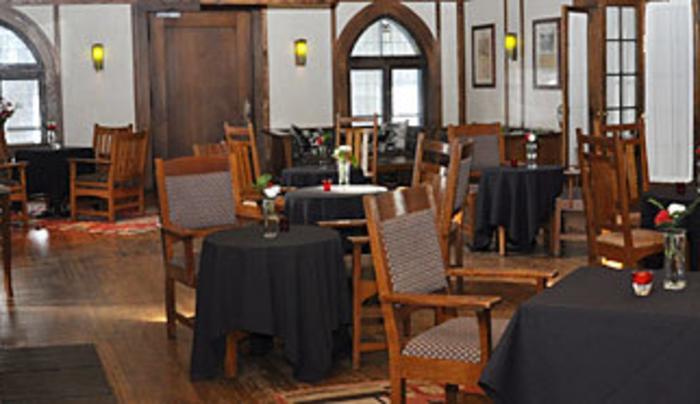 Roycroft Inn Craftsmen Lounge