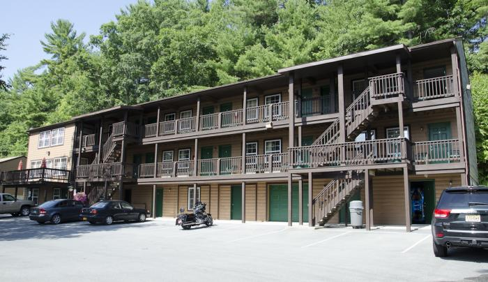 Bolton Pines Motel