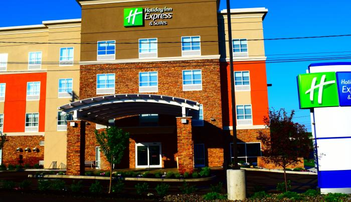 holiday-inn-express-and-suites-ithaca-5049788799-2x1.jpg