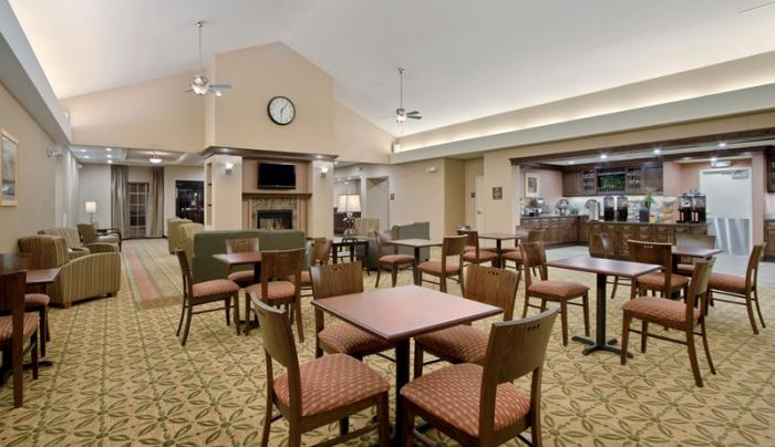 homewood-inn-and-suites-victor-interior-breakfast-eating-area