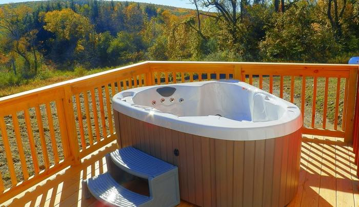 Private deck & jacuzzi