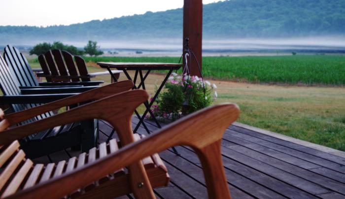 Tenwood Lodge Relax on the Porch