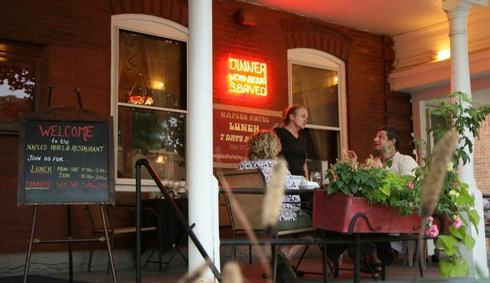 naples-hotel-exterior-porch