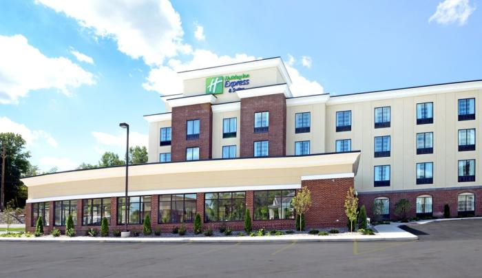 Exterior of the Holiday Inn Express in Geneva