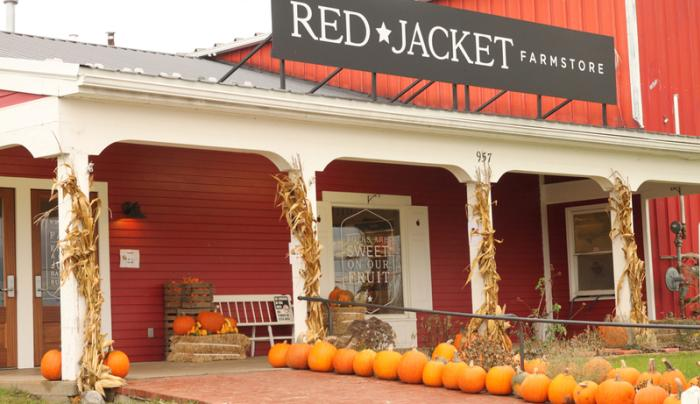red-jacket-orchards-geneva-exterior-pumpkins