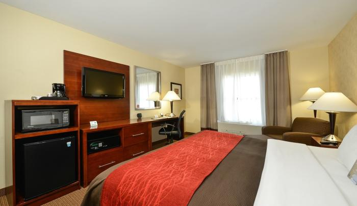 Comfort Inn & Suites Akwesasne	Room