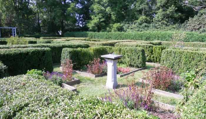rose-hill-mansion-geneva-exterior-gardens