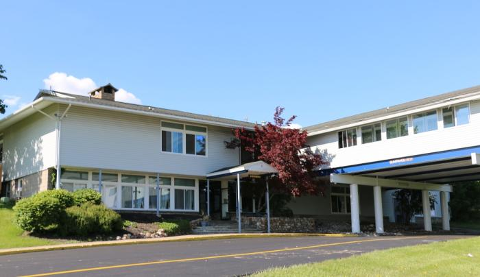 finger-lakes-hotel-farmington-exterior