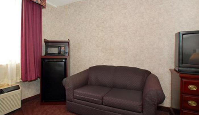 suite w sitting area.jpg