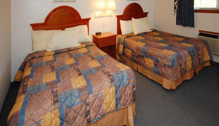 guest room w dbl beds.jpg