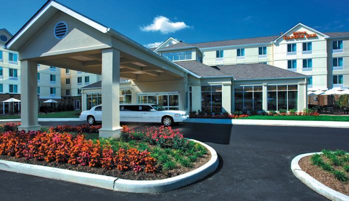 Hilton Garden Inn Melville Exterior