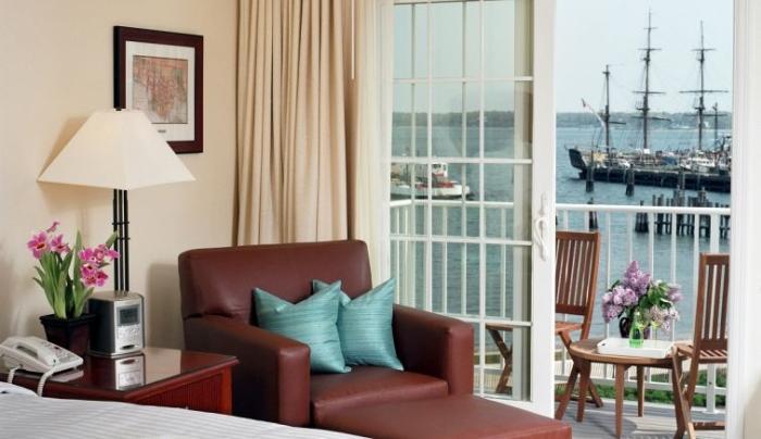 3869_307_Harborfront Inn Room.JPG