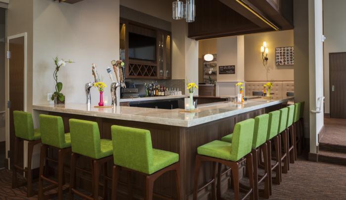 Hilton Garden Inn New York Long Island City/Manhattan View Bar