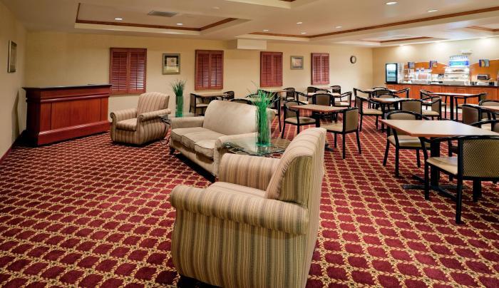 Lounge/Breakfast Area