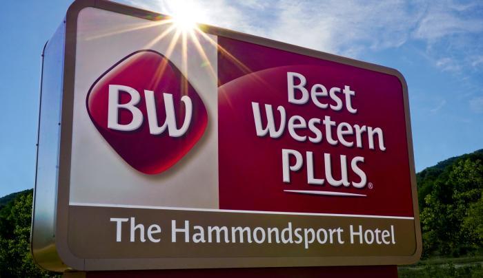Best Western Plus Hammondsport Sign