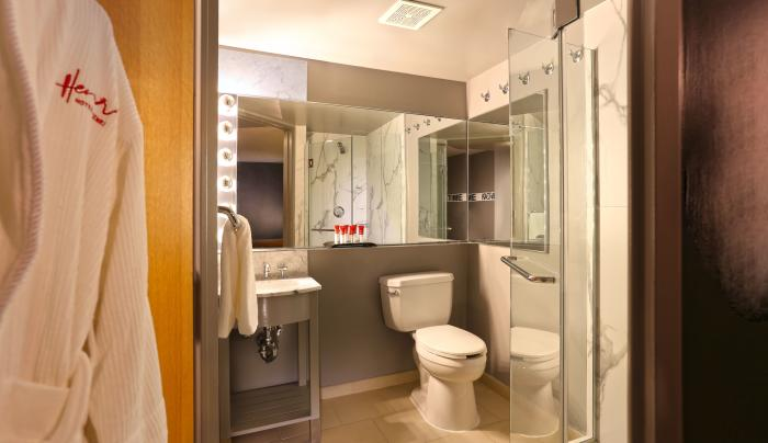 Hotel Henri - Bathroom
