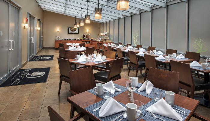 DoubleTree by Hilton Hotel New York City  Chelton's Grille Dining Room