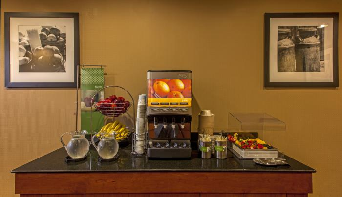 Hampton Inn New York - LaGuardia Airport Free Breakfast