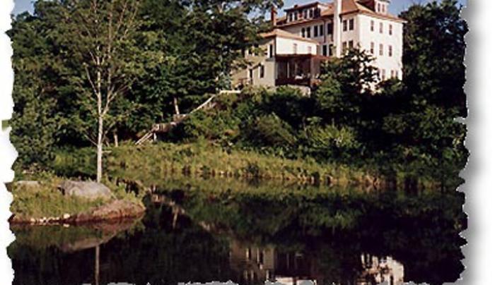 DeBruce Country Inn