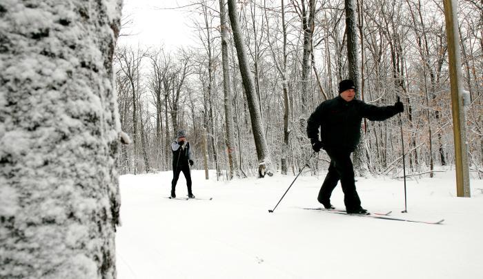 finger-lakes-bristol-mountain-nordic-XC-men-skiing