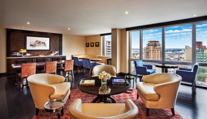 club lounge at Sheraton LaGuardia East Hotel