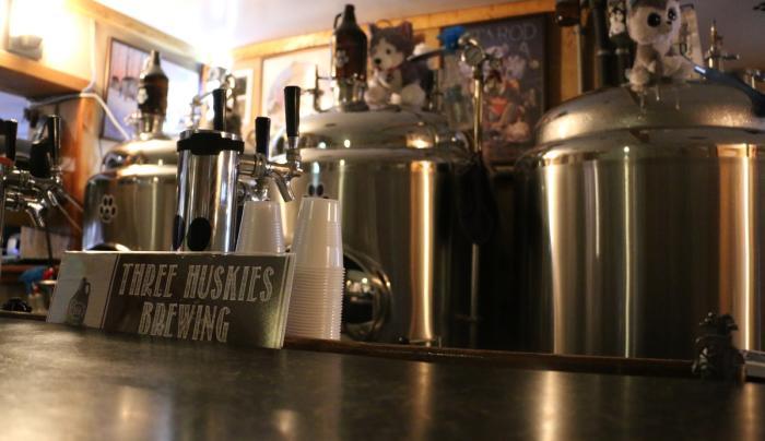 three-huskies-brewing-canandaigua-interior