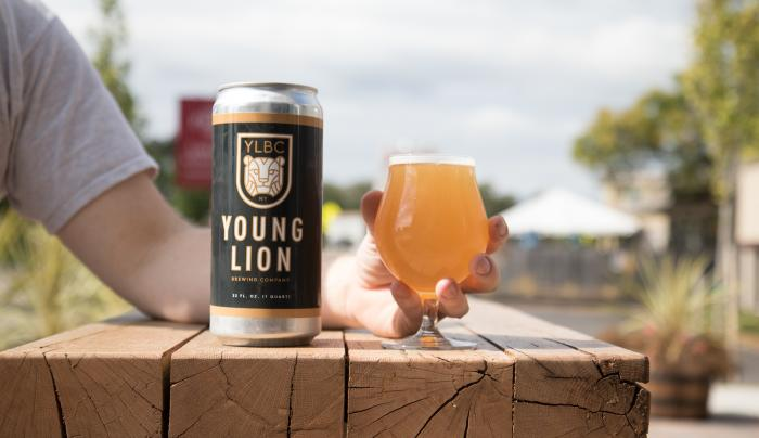 young-lion-brewing-canandaigua-exterior-deck