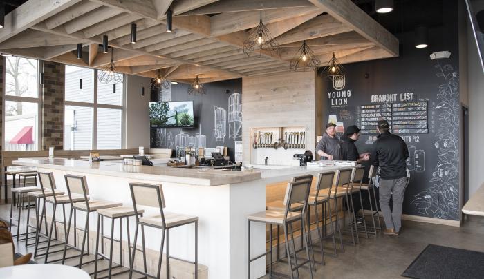young-lion-brewing-canandaigua-interior-bar