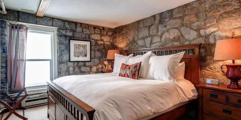 Snowpine Lodge Room