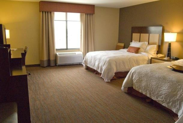 Hampton Inn & Suites Spokane Valley guest room